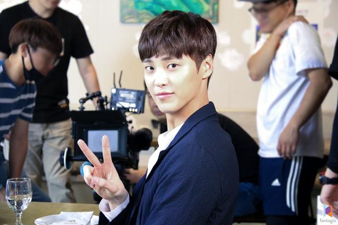Ai cũng choáng khi biết tuổi thật của mỹ nam thủ vai anh trai Park Seo Joon trong Thư Ký Kim - ảnh 6
