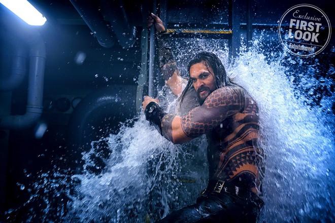 """""""Aquaman"""" cuối cùng cũng chịu tung ảnh quảng bá ướt át vừa hấp dẫn vừa chất - ảnh 7"""