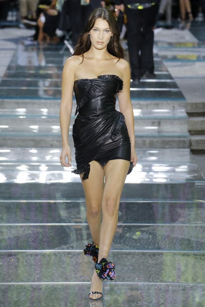 Gần nửa năm vắng bóng khỏi sàn diễn, Kendall Jenner đã trở lại và vẫn catwalk xuất thần như ngày nào - ảnh 5