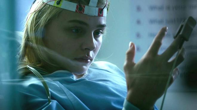 Gái xinh Chloe Grace Moretz mắc bệnh quái ác không có thuốc chữa trong Brain On Fire - Ảnh 5.