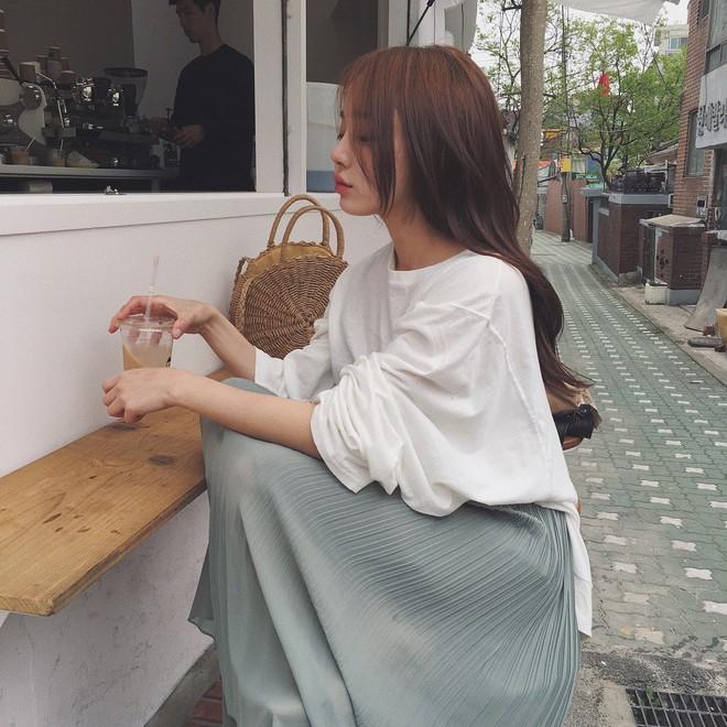 Diện chán các màu tóc tẩy thời thượng, con gái châu Á đang đồng loạt quay lại với tóc nâu hè này - Ảnh 3.