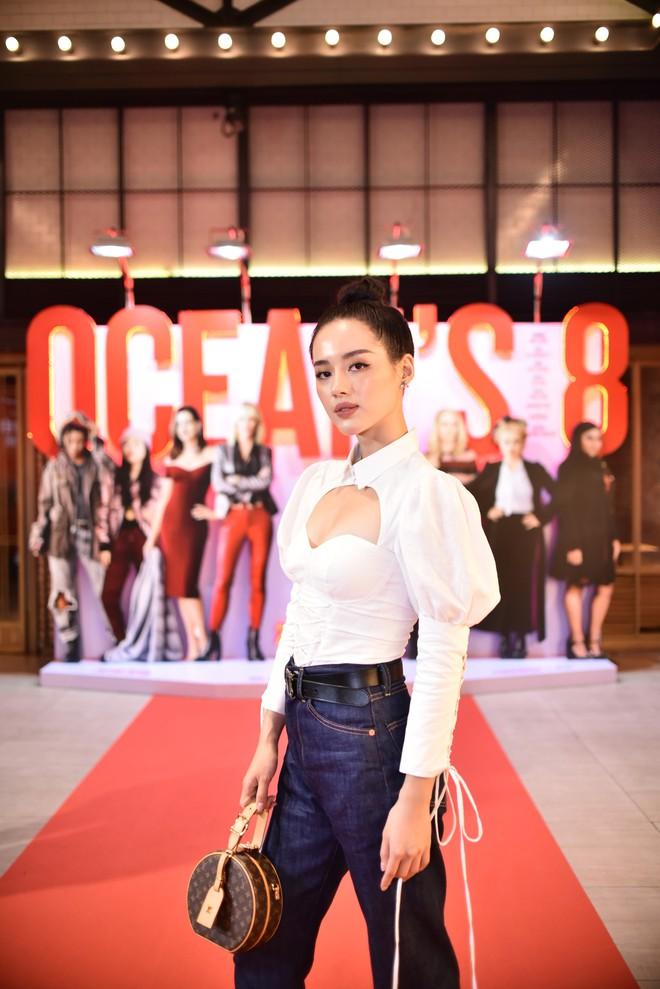 Cô trò Minh Tú - Khánh Linh diện đồ hở chặt chém đi xem phim của dàn chị đại Ocean's 8 - ảnh 11