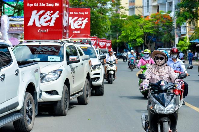 """Người Sài Gòn thích thú với dàn thần tình yêu đi """"xế siêu ngầu"""" vòng quanh thành phố - Ảnh 6."""