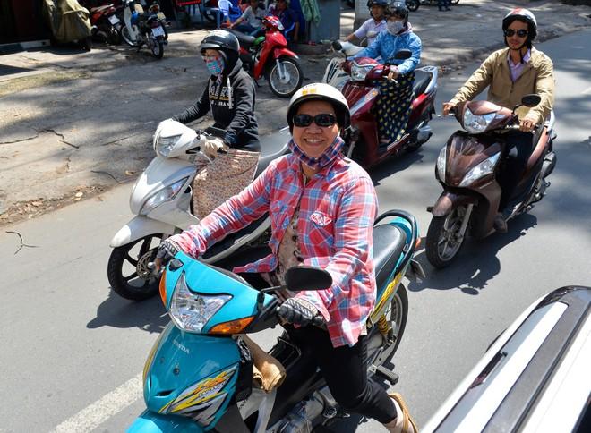 """Người Sài Gòn thích thú với dàn thần tình yêu đi """"xế siêu ngầu"""" vòng quanh thành phố - Ảnh 9."""