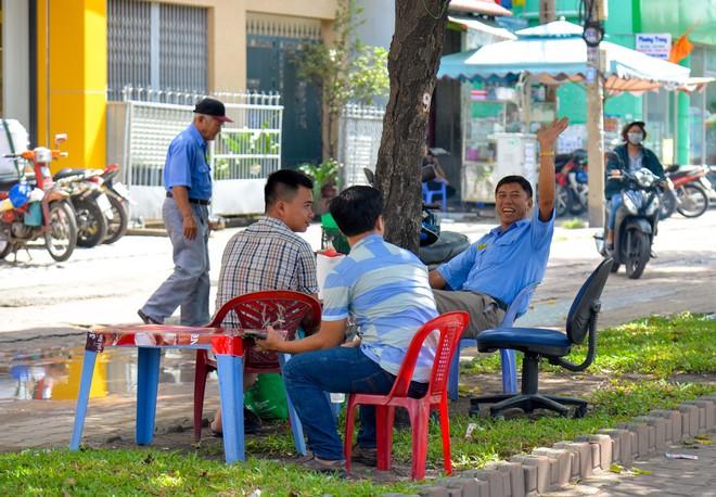 """Người Sài Gòn thích thú với dàn thần tình yêu đi """"xế siêu ngầu"""" vòng quanh thành phố - Ảnh 10."""