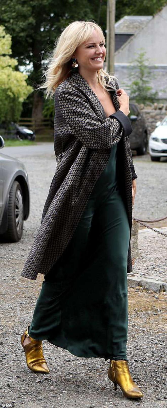Loạt sao xúng xính váy áo dự đám cưới đẹp như mơ của Jon Snow và Ygritte phim Game of Thrones - ảnh 11