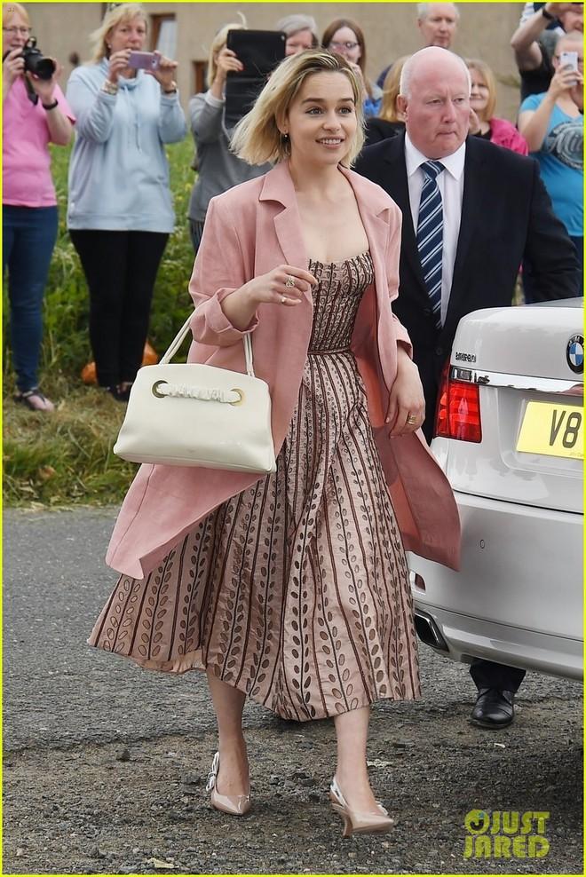 Loạt sao xúng xính váy áo dự đám cưới đẹp như mơ của Jon Snow và Ygritte phim Game of Thrones - ảnh 5