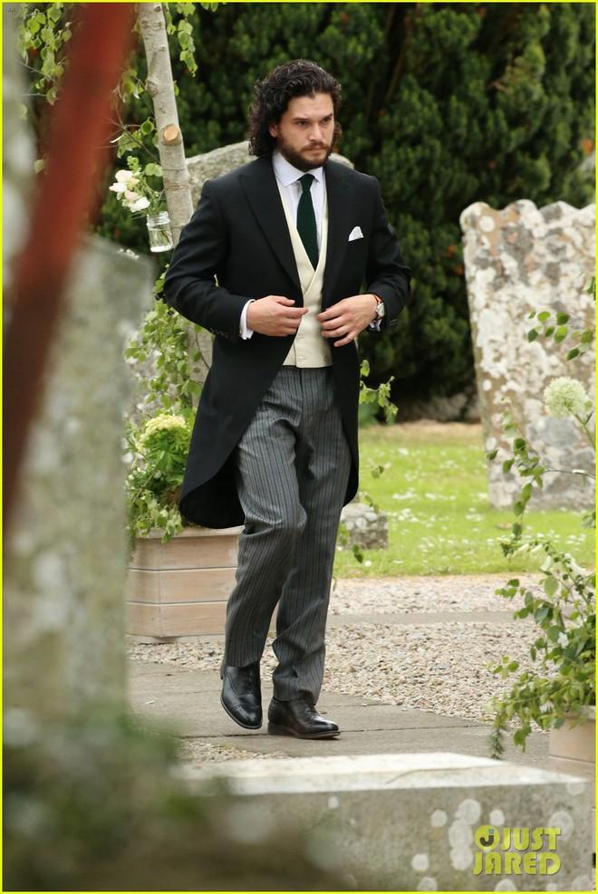 Loạt sao xúng xính váy áo dự đám cưới đẹp như mơ của Jon Snow và Ygritte phim Game of Thrones - ảnh 2