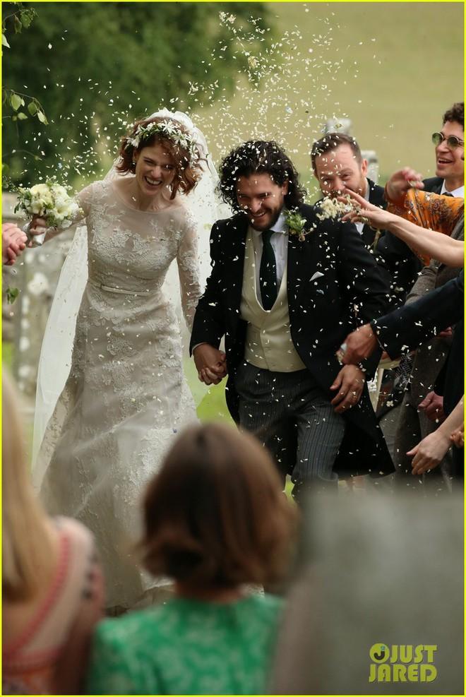 Loạt sao xúng xính váy áo dự đám cưới đẹp như mơ của Jon Snow và Ygritte phim Game of Thrones - ảnh 3