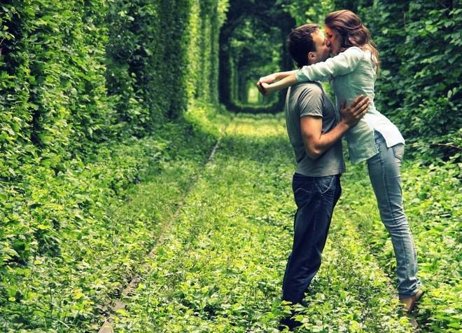 """Ghé thăm """"đường hầm tình yêu"""" đẹp ma mị ở Ukraine, nơi những cặp đôi một lần lạc bước sẽ chẳng muốn quay về - ảnh 5"""