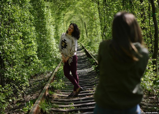 """Ghé thăm """"đường hầm tình yêu"""" đẹp ma mị ở Ukraine, nơi những cặp đôi một lần lạc bước sẽ chẳng muốn quay về - ảnh 7"""
