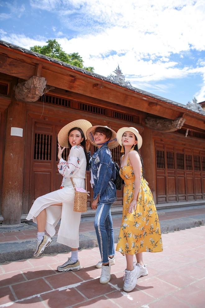 Hội ế Diệu Nhi - Sĩ Thanh - Yaya Trương Nhi bất ngờ gặp HLV Park Hang Seo tại Ninh Bình - ảnh 1