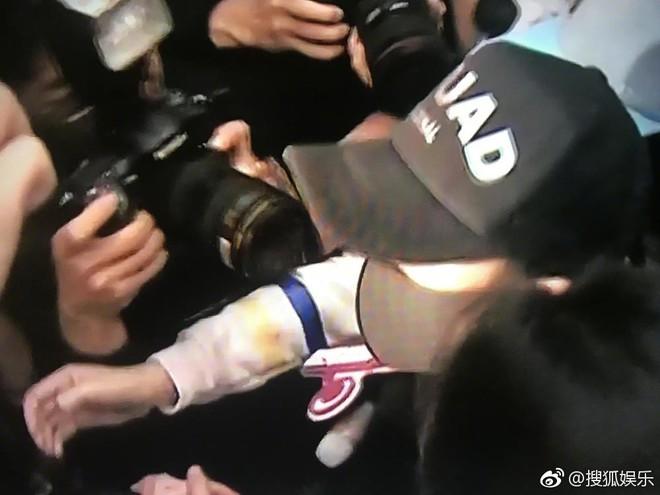Hình ảnh đầu tiên của Trần Kiều Ân tại sở cảnh sát: Tiều tụy, liên tục nói lời xin lỗi - Ảnh 4.