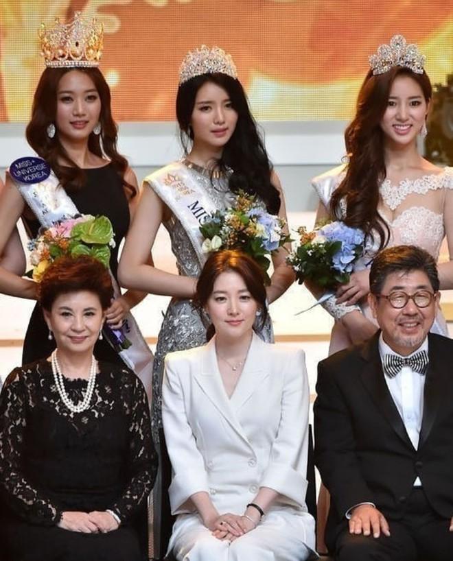 """Trớ trêu các cuộc thi sắc đẹp Hàn Quốc: Hoa hậu bị """"kẻ ngoài cuộc"""" lấn át nhan sắc ngay trong đêm đăng quang! - ảnh 22"""