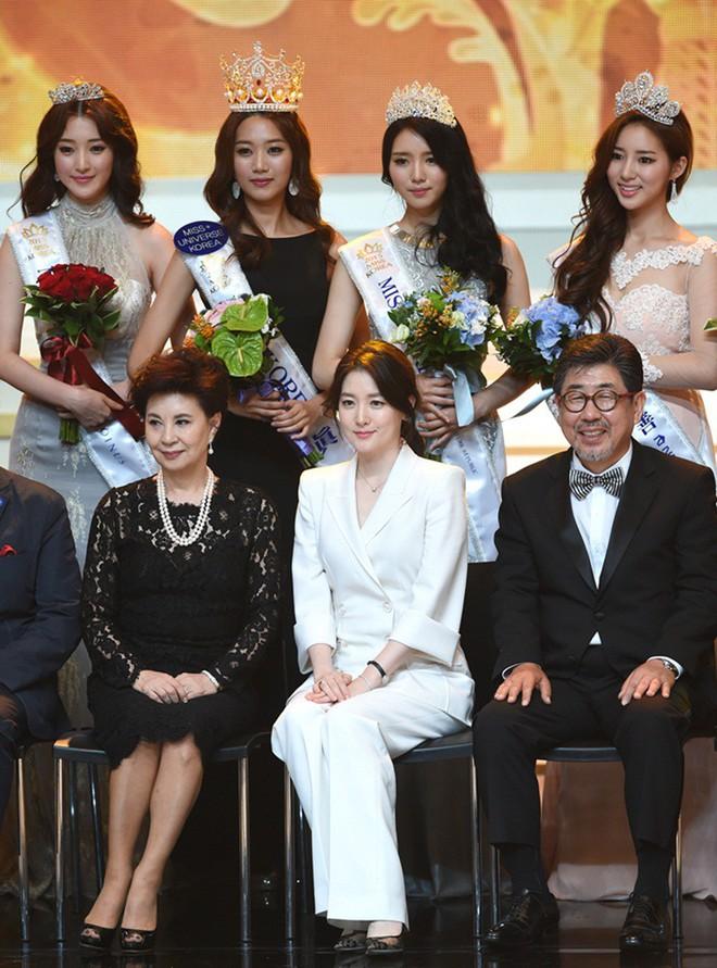 """Trớ trêu các cuộc thi sắc đẹp Hàn Quốc: Hoa hậu bị """"kẻ ngoài cuộc"""" lấn át nhan sắc ngay trong đêm đăng quang! - ảnh 23"""