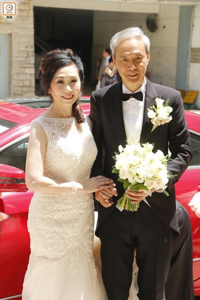 """Sao nam """"Lộc Đỉnh Ký"""" hạnh phúc tổ chức đám cưới ở tuổi 63, dàn sao TVB nô nức tới dự hôn lễ - Ảnh 9."""