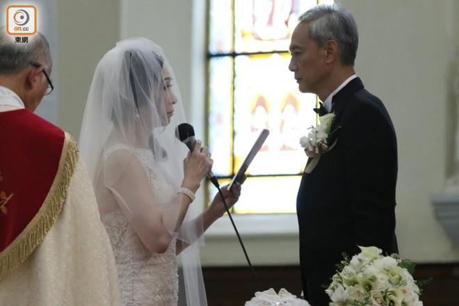"""Sao nam """"Lộc Đỉnh Ký"""" hạnh phúc tổ chức đám cưới ở tuổi 63, dàn sao TVB nô nức tới dự hôn lễ - Ảnh 4."""