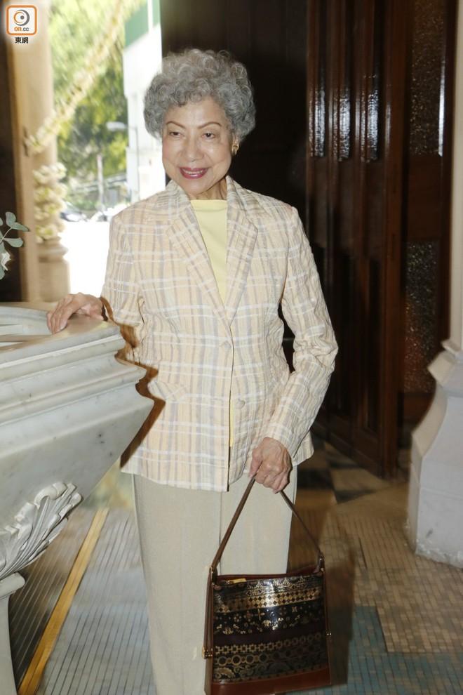 """Sao nam """"Lộc Đỉnh Ký"""" hạnh phúc tổ chức đám cưới ở tuổi 63, dàn sao TVB nô nức tới dự hôn lễ - Ảnh 14."""