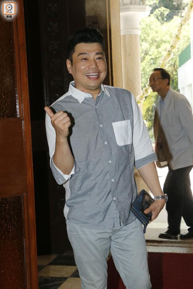 """Sao nam """"Lộc Đỉnh Ký"""" hạnh phúc tổ chức đám cưới ở tuổi 63, dàn sao TVB nô nức tới dự hôn lễ - Ảnh 15."""