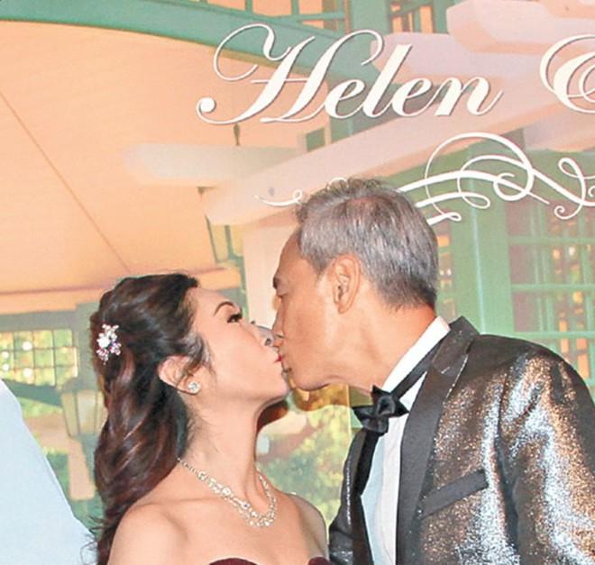 """Sao nam """"Lộc Đỉnh Ký"""" hạnh phúc tổ chức đám cưới ở tuổi 63, dàn sao TVB nô nức tới dự hôn lễ - Ảnh 2."""