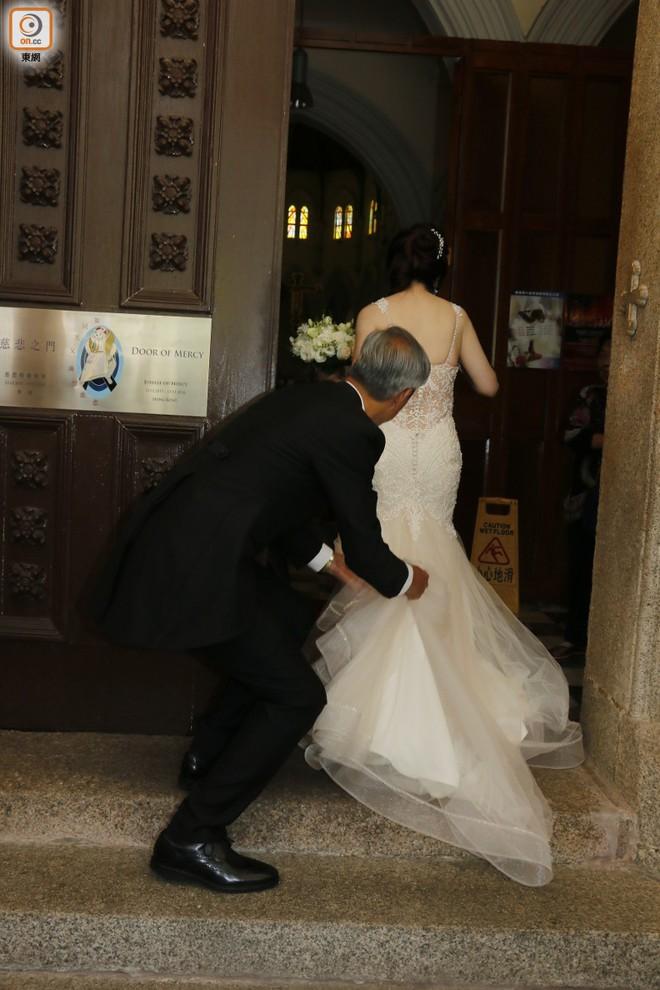 """Sao nam """"Lộc Đỉnh Ký"""" hạnh phúc tổ chức đám cưới ở tuổi 63, dàn sao TVB nô nức tới dự hôn lễ - Ảnh 6."""