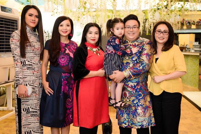 Gia Bảo cùng gia đình tài tử tổ chức minishow kỉ niệm 100 năm Cải lương Việt Nam - Ảnh 1.