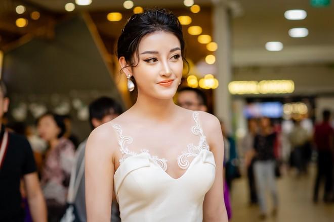 Á hậu Huyền My thả dáng trong trailer phim Myanmar lọt top tìm kiếm  - Ảnh 6.