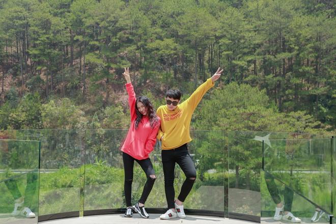 Hòa Minzy - Duy Khánh la hét om sòm khi chơi trò cảm giác mạnh tại Đà Lạt - Ảnh 2.