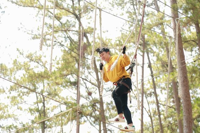 Hòa Minzy - Duy Khánh la hét om sòm khi chơi trò cảm giác mạnh tại Đà Lạt - Ảnh 6.