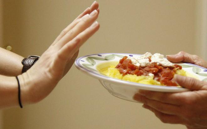 Không muốn gặp phải tình trạng đói cồn cào khi đang ăn kiêng thì nên tuân thủ 6 nguyên tắc sau - ảnh 1
