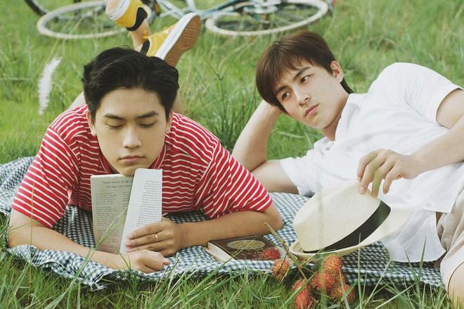 Mùa hè rực rỡ, dịu êm và rất tình của hai chàng trai trong bộ ảnh Theo anh về nhà - Ảnh 1.