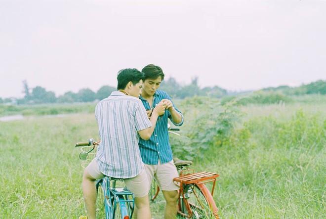Mùa hè rực rỡ, dịu êm và rất tình của hai chàng trai trong bộ ảnh Theo anh về nhà - Ảnh 7.