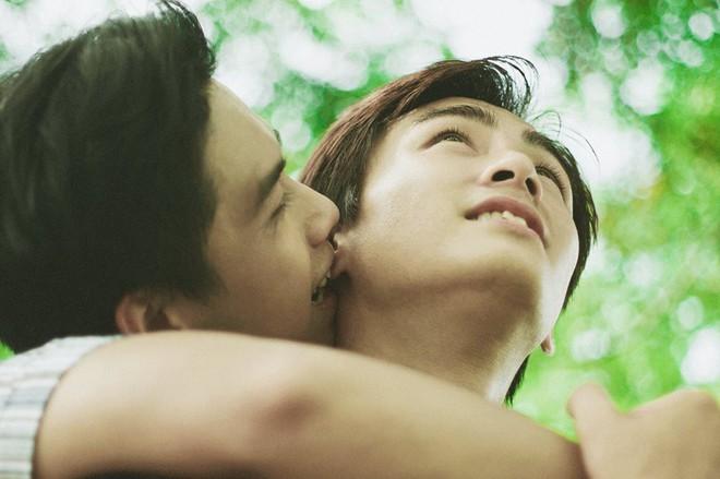Mùa hè rực rỡ, dịu êm và rất tình của hai chàng trai trong bộ ảnh Theo anh về nhà - Ảnh 9.