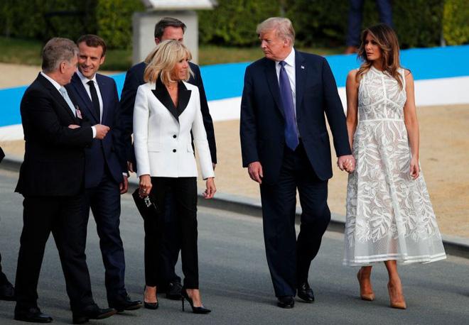Cùng một khung hình mới thấy khác biệt trong phong cách của Đệ nhất phu nhân Mỹ và Pháp lớn đến thế nào - ảnh 3