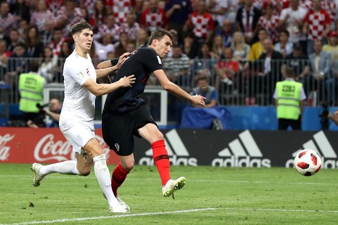 CĐV Croatia mừng phát điên khi đội nhà lần đầu tiên vào chung kết World Cup - Ảnh 7.