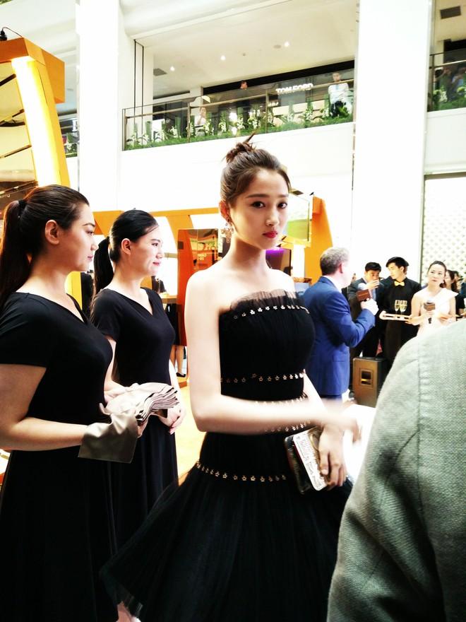 Không cần photoshop, bạn gái Luhan đẹp không tì vết bất chấp cả camera thường - ảnh 9