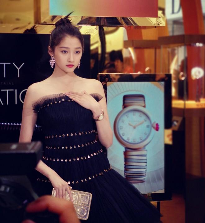 Không cần photoshop, bạn gái Luhan đẹp không tì vết bất chấp cả camera thường - ảnh 10