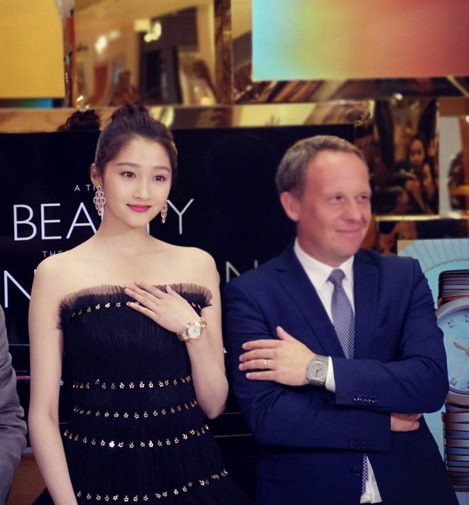 Không cần photoshop, bạn gái Luhan đẹp không tì vết bất chấp cả camera thường - ảnh 11