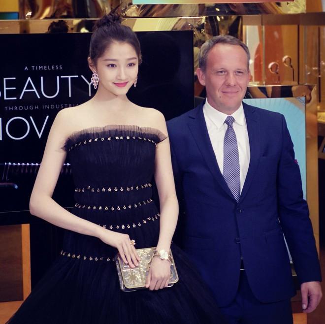 Không cần photoshop, bạn gái Luhan đẹp không tì vết bất chấp cả camera thường - ảnh 12