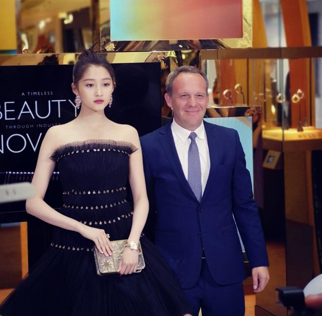 Không cần photoshop, bạn gái Luhan đẹp không tì vết bất chấp cả camera thường - ảnh 13