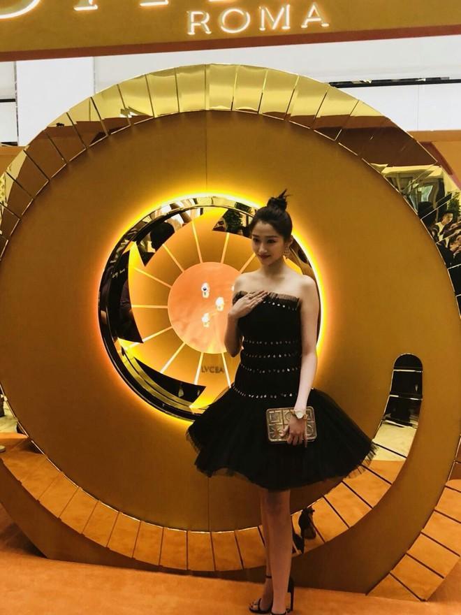 Không cần photoshop, bạn gái Luhan đẹp không tì vết bất chấp cả camera thường - ảnh 15