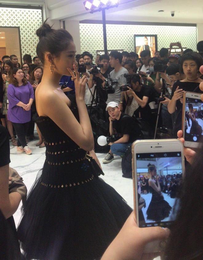Không cần photoshop, bạn gái Luhan đẹp không tì vết bất chấp cả camera thường - ảnh 16