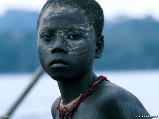 Trên Trái đất vẫn còn các bộ tộc chưa thoát khỏi kỳ đồ đá, và bạn biết họ sống thế nào không? - ảnh 1
