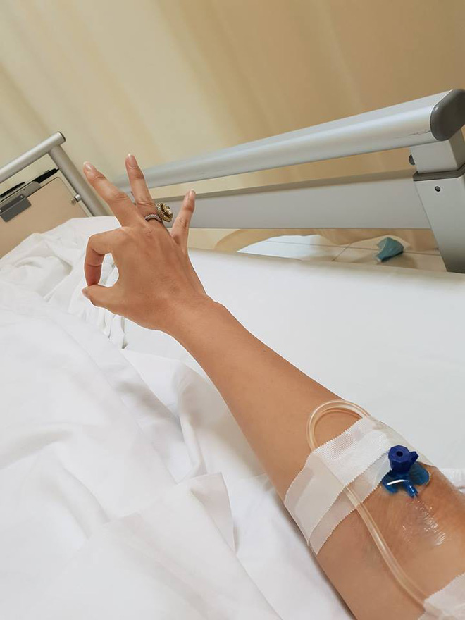 Hoa hậu Jennifer Phạm nhập viện cấp cứu để mổ vì viêm ruột thừa cấp - ảnh 1
