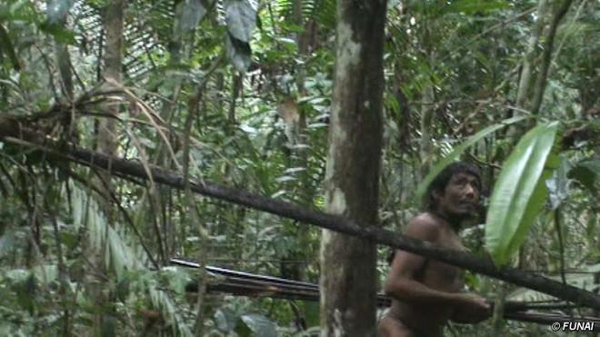 Trên Trái đất vẫn còn các bộ tộc chưa thoát khỏi kỳ đồ đá, và bạn biết họ sống thế nào không? - ảnh 9