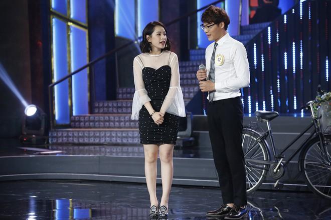 Clip: Chi Pu lạc giọng khi lần đầu hát live trên một show thực tế - Ảnh 2.