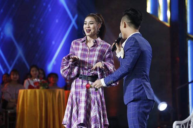 Clip: Chi Pu lạc giọng khi lần đầu hát live trên một show thực tế - Ảnh 5.