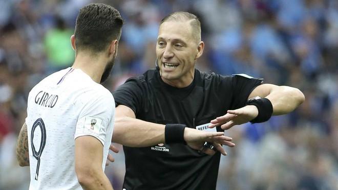 Chung kết World Cup Pháp - Croatia: Trọng tài bắt chính người Argentina - Ảnh 2.
