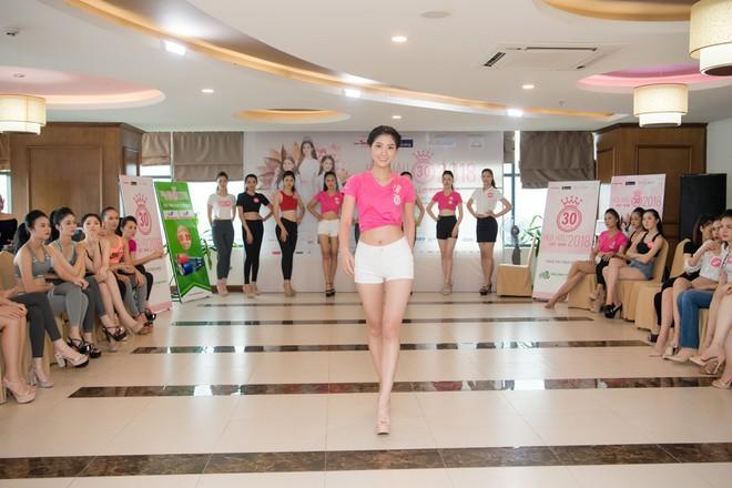Dàn thí sinh Hoa hậu Việt Nam 2018 phía Bắc khoe eo thon, ráo riết tập luyện cho đêm Chung khảo - ảnh 3