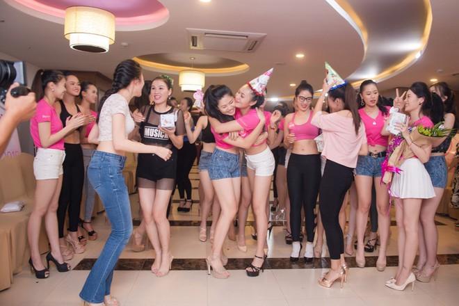 Dàn thí sinh Hoa hậu Việt Nam 2018 phía Bắc khoe eo thon, ráo riết tập luyện cho đêm Chung khảo - ảnh 11